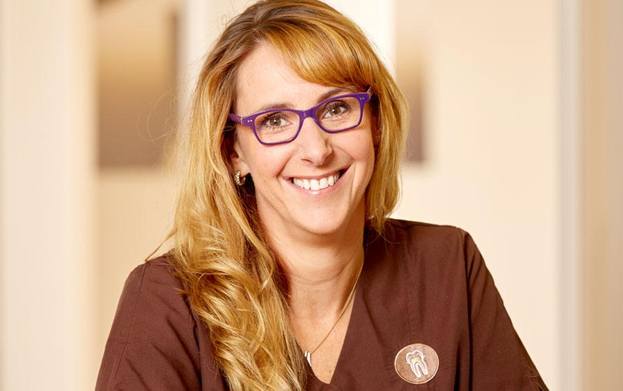 Ester Hoekstra Dentalhygienikerin und Präventionsmanagement (B. Sc.) in der Zahnarztpraxis Bertram in Leer