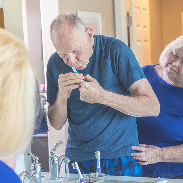 Zahnarzt Bertram in Leer nennt die Zusammenhänge zwischen Bakterien aus dem Mund und Alzheimer.