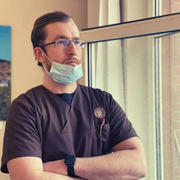 Zahnarzt Lennard Bertram hat sich Gedanken über die zahnmedizinische Versorgung in der Coronakrise gemacht
